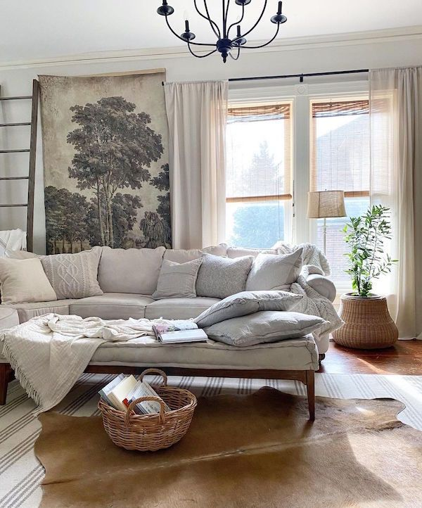 Living room with cozy vintage furnishings.